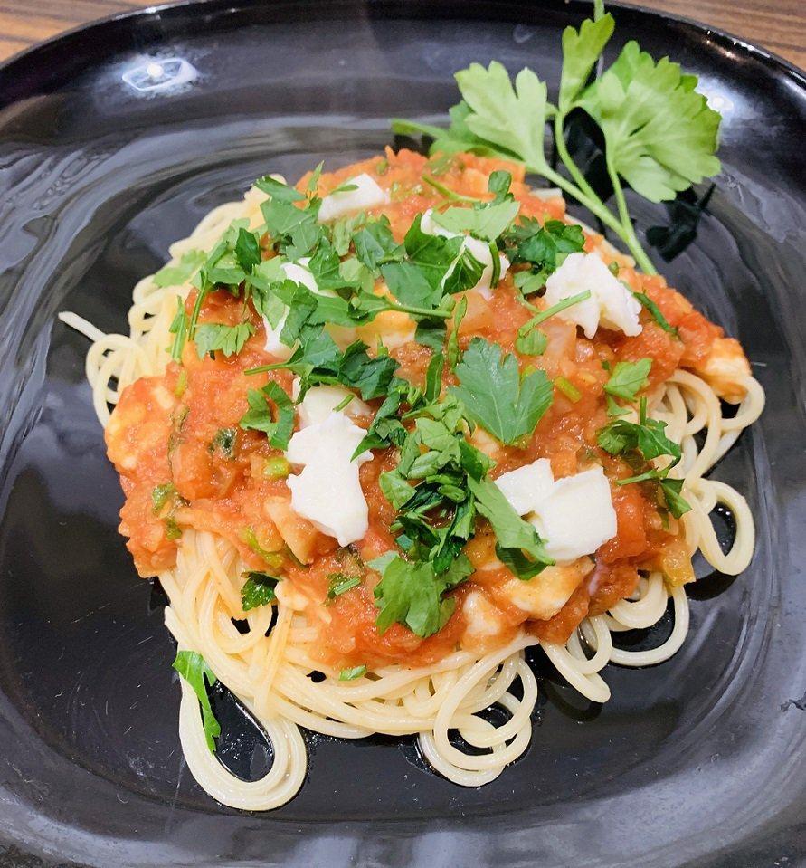 Spaghetti wegetariańskie z soczewicą i mozzarellą